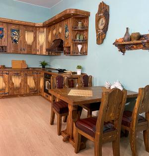 Кухня из массива дерева «АМ-ЛЕРИН»